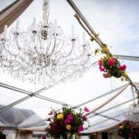 Bruiloft styling in een tent
