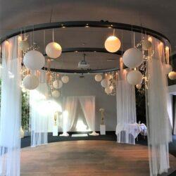 Lampionnen decoratie voor een trouwlocatie