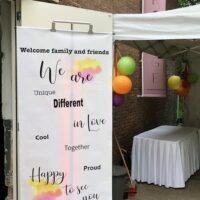 Welkomst bord voor het stijlen van een bruiloft